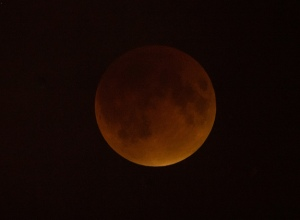 total-lunar-eclipse-sept-27-2015-DC-nasa-aubrey-gemignani-1